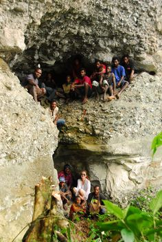 Nancy Sullivan and the Karawari Cave Arts crew