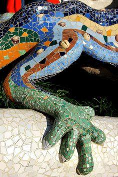 Parque Güell, La escalinata (detalle Drag)  Gaudí, Barcelona, Catalonia