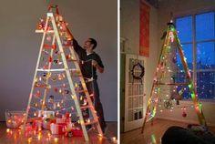 Simpatico albero di Natale con la scala di legno