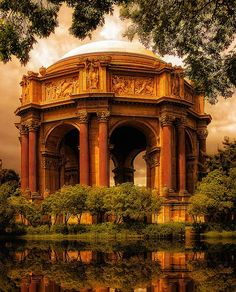 Really nice leftover from the World's Fair. The Palace of Fine Arts in the marina district of San Francisco, California.