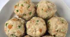 Canederli is the Italian name given to the bread dumplings so popular Croatian Recipes, Italian Recipes, Amazing Food Decoration, Bread Dumplings, Tasty, Yummy Food, Easy Cookie Recipes, Appetisers, Savoury Dishes