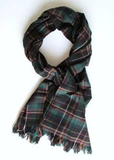 no-sew scarves...in case you don't feel like shelling out $30 for one of those plaid blanket scarves at Zara!!!!