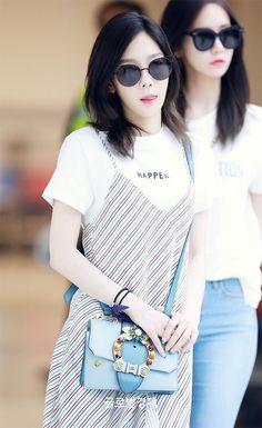 Yoona Taeyeon - Gimpo Airport from Jeju Taeyeon Fashion, Ulzzang Fashion, Blackpink Fashion, Korean Fashion, Artist Fashion, Fashion 2018, Girls' Generation Taeyeon, Girls Generation, Taeyeon Jessica