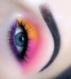 She wears matte eyeshadows in … Eye Makeup – perfect blends! She wears matte eyeshadows in …,Makeup Eye Makeup – perfect blends! She wears matte eyeshadows. Dramatic Eye Makeup, Edgy Makeup, Makeup Eye Looks, Colorful Eye Makeup, Eye Makeup Art, Cute Makeup, Makeup Kit, Matte Eye Makeup, Bright Makeup