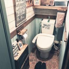 トイレ リメイク DIY セリア ダイソー カッティングシート リメイクシート 100均 Toilet And Bathroom Design, Washroom Design, Toilet Design, Natural Interior, Diy Interior, Small Apartment Organization, Restaurant Bathroom, Storage Hacks, Closet Bedroom