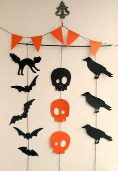 Kids Halloween crafts for Your Kids Halloween Party More from my site Make stone halloween monsters! A fun halloween craft for kids to make. Decorate … Best Easy DIY Halloween Decorations For Indoors & Outdoors Decoration Haloween, Diy Halloween Garland, Casa Halloween, Cheap Halloween Decorations, Halloween Paper Crafts, Halloween Tags, Halloween Party Decor, Holidays Halloween, Halloween For Kids