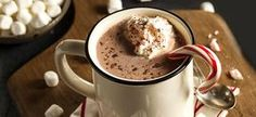 It's so easy and can save you money to make your own homemade hot chocolate recipe at home. This recipe is basic and tastes AMAZING! Homemade Hot Chocolate, Hot Chocolate Bars, Hot Chocolate Recipes, Basic Hot Chocolate Recipe, Hot Cocoa Recipe, Cocoa Recipes, Yummy Drinks, Yummy Food, Yummy Treats