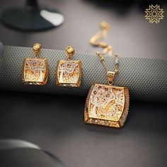 Irresistable Gold & Dimond Pendant Sets For Minimal Jewellery Lovers! Check out the exotic gold and diamond pendant set designs from this brand and get ready to shop. Gold Wedding Jewelry, Gold Jewelry Simple, Minimal Jewelry, Black Jewelry, Metal Jewelry, Jewelry Sets, Pendant Set, Gold Pendant, Diamond Pendant