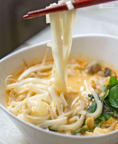 Thai-Curry-Suppe mit Kokosmilch & Reisnudeln | Madame Cuisine Rezept