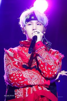 Why does Suga look so amazing in a bandana? Jimin, Min Yoongi Bts, Min Suga, Bts Bangtan Boy, Park Ji Min, Daegu, Lil Wayne, Jeon Jeongguk, Yoonmin