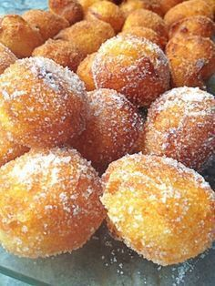Buñuelos de Cuaresma- the famous lent doughnuts that are eaten during the pre-easter feast period. Beignets, Spanish Desserts, Spanish Dishes, Mexican Food Recipes, Sweet Recipes, Dessert Recipes, Delicious Desserts, Yummy Food, Pan Dulce