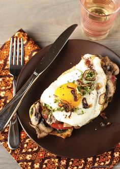 Fried Egg and Mushroom Sandwich | 25 Delicious Ways To Eat Eggs For Dinner