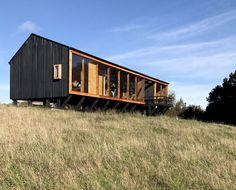 Prefab Cabins, Prefab Homes, Eco Cabin, Casa Patio, Casas Containers, Bothy, Metal Homes, Black House, Modern Farmhouse