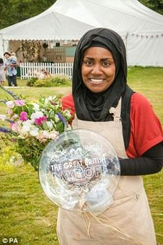 GBBO winner Nadiya Hussain scores her own BBC food show Great British Bake Off, British Bake Off Winners, Paul Hollywood And Mary Berry, Bake Off Contestants, John Whaite, Nadia Hussain, British Baking, Cake Business, Role Models