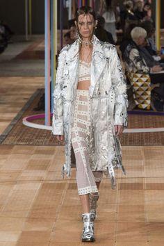 Alexander McQueen ready-to-wear spring/summer '18 - Vogue Australia