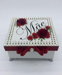 Dicas de como dar um bom presente no dias das mães sem gastar muito – Crescendo aos Poucos Vintage Sheets, Vintage Box, Altered Cigar Boxes, Wedding Gift Boxes, Decoupage Box, Paper Flower Backdrop, Box Art, Trinket Boxes, Painting On Wood