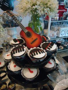 L'apparato: Festa Infantil_ TEMA Notas Musicais Gift For Music Lover, Music Lovers, 70s Party, Party Party, Sweet Fifteen, Rock Star Party, Estilo Rock, Party Desserts, 50th Birthday