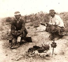 Tehuelches (a group of indigenous peoples of Patagonia and the southern pampas regions of Argentina) drinking mate while the meat of the asado is roasting, 1895 Native American Genocide, American Indian Art, Le Far West, Culture, First Nations, Vintage Photographs, Old Pictures, Folklore, Patagonia