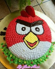 Looking for Angry Birds cake ideas and inspirations? From green evil pigs to adorable angry birds, check these out! Torta Angry Birds, Cumpleaños Angry Birds, Angry Birds Birthday Cake, Bird Birthday Parties, Birthday Cake Girls, Angry Birds Cupcakes, 4th Birthday, Birthday Ideas, Rodjendanske Torte