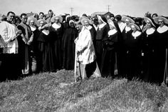 Groundbreaking at the original Saint Agnes (Fruit/Floradora) Karen was taught by these nuns.Sisters of the Holy Cross order. Fresno California, Central California, Vintage Stuff, Vintage Photos, Fresno City, Thank You Sister, St Agnes, Central Valley, Holy Cross