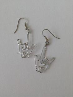 Kitsch Petite Vintage Cute Silver Swimming Angel Fish Charm Earrings Brand New