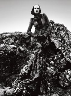 charlotte-tomaszewska-for-vogue-portugal-november-by-kevin-sinclair