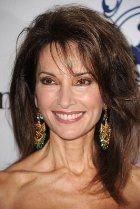 May 21 - ON THIS DAY in All My Children star Susan Lucci won her first Emmy after 19 straight years of being nominated in the Best Actress category for her protrayal of Erica Kane. Over 40 Hairstyles, Short Hairstyles For Women, Pretty Hairstyles, Susan Lucci, Hair Styles For Women Over 50, Short Hair Styles, Highlighted Bangs, Beautiful Old Woman, Ageless Beauty
