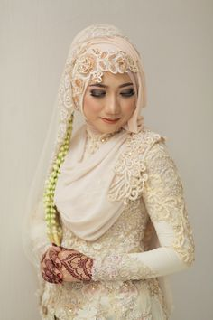115 modern muslim wedding hijabs for brides in different styles – page 1 Hijabi Wedding, Muslimah Wedding Dress, Muslim Wedding Dresses, Desi Wedding, Wedding Poses, Foto Wedding, Bridal Hijab, Hijab Bride, Javanese Wedding