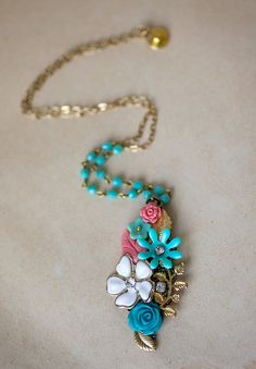 extraordinary beautiful colors mix - mint green and coral  http://www.etsy.com/listing/85285347/vintage-style-necklace-with-mint-green brids maids