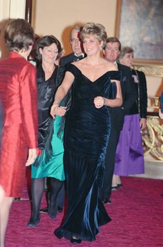Princess Diana, Princess of Wales, attends Carnival of the Birds for. Princess Diana Fashion, Princess Diana Photos, Princess Diana Family, Princes Diana, Princess Of Wales, Diana Williams, Lady In Waiting, Bridal And Formal, Lady Diana Spencer