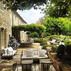 Refined French Backyard Garden Décor Ideas