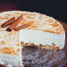 This Cheesecake recipe serves as a perfect base for you to add your own flavoured topping, whether it is fruit, caramel or chocolate! Cinnamon Cheesecake, Cheesecake Recipes, Dessert Recipes, Healthy Soup Recipes, Healthy Snacks, Fastfood Recipes, Graduation Food, Snacks Für Party, Afternoon Snacks