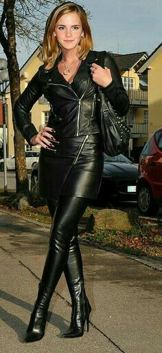 Afbeeldingsresultaat voor pics of emma watson wearing over the knee boots Pvc Fashion, Leather Fashion, Womens Fashion, Belle Silhouette, Emma Watson Sexiest, Leder Outfits, Latex Girls, Sexy Boots, High Boots