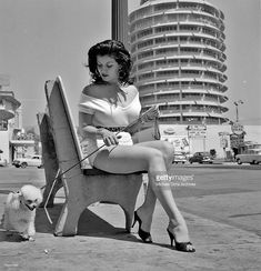 Los Angeles 033 c MOA Hollywood Capitol Records Joan Bradshaw Photo by Michael Ochs Archives/Getty Images Get premium, high resolution news photos at Getty Images Pin Up Vintage, Vintage Beauty, Vintage Photos, Vintage Style, Retro Vintage, Ellsworth Kelly, Capitol Records, Nicolas Cage, Hollywood Boulevard