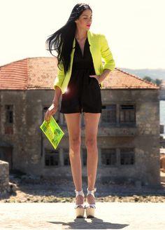 look para una mujer sofisticada. Vistelo con unos tacones verde limon. Si lo combinas con un blazer salmón, puedes combinarlo con unos zapatos de el mismo color.