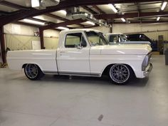 Pro touring Ford SOHC powered pickup.