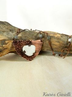 In trappola_ Trapped: handmade copper and sea glass necklace by Kairòs Gioielli