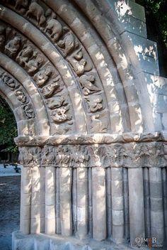 Portada de Nuestra Señora de la Llana, Cerezo de Río Tirón. Burgos.