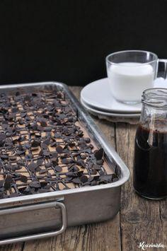 Τρυπάτο σοκολατένιο κέικ ψυγείου Dessert Recipes, Desserts, How To Dry Basil, Herbs, Sweets, Cookies, Chocolate, Baking, Cake