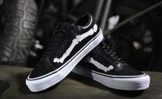 "California retailer Blends and Vans team up for a colaboration on a classic Vans sneaker. The flipped the Vans Vault Old Skool sneaker and make ""Bones"" Vans Vault, Vans Syndicate, Leather Vans, White Leather, Vans Off The Wall, Kinds Of Clothes, Clothes Horse, Vans Old Skool, Vans Shoes"