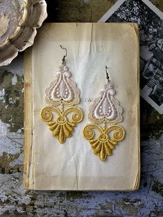 Lace earrings: dramatic scalloped medallions of venise lace fade from ivory to muted mustard, swaying from antiqued brass hardware. LEILA ombre by White Owl on Etsy