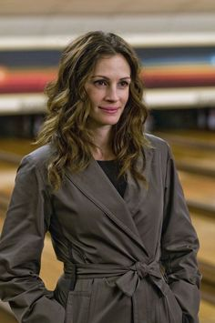 Pin for Later: 38 Roles That Prove Julia Roberts Is America's Sweetheart Duplicity (2009)