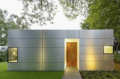 design Haus Neufert Modern Single Story Cubical House With a Metal Facade in Cologne Modern Residential Architecture, Amazing Architecture, Architecture Details, Interior Architecture, Bungalow, Casas Containers, Facade Lighting, Container House Design, Facade House