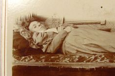 Post Mortem Woman on Fainting Couch / Detail
