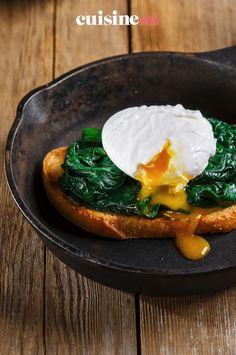 Le toast aux épinards et œufs pochés est une préparation salée facile et pas chère pour un brunch par exemple .#recette#cuisine#toast#epinard#oeuf#entree #brunch Toast, Country Bread