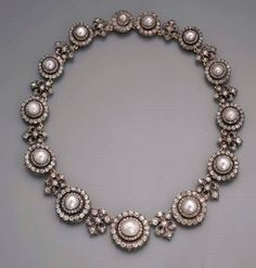 A FINE ANTIQUE PEARL AND DIAMOND NECKLACE