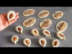 حلوة 3 ملاعق حلوى سهله وسريعه بحشوة تهبل بدون بيض ولا خميرة ولا طابع👌حلويات اقتصادية وراقية - YouTube Biscuits, Pasta, Garlic, Muffin, Vegetables, Breakfast, Charlotte, Dessert Food, Muffins