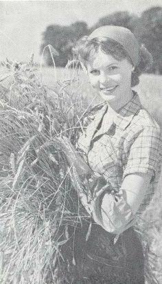 som Hanne, i Vagabonderne paa Bakkegården fra 1958.