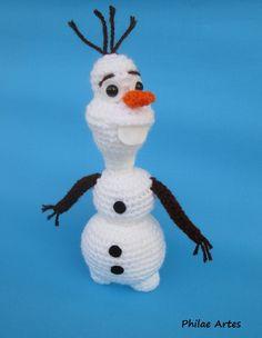 """Amigurumi de Olaf do filme """"Frozen - Aventura Congelante"""" feito com lã 100% acrílica, em crochê. Possui 23cm de altura. Pode ser usado no topo do bolo. Fazemos em outros tamanhos e outros personagens, por favor entre em contato. R$ 30,00"""
