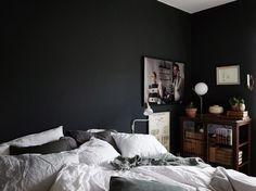 Klara Svensson säljer sin lägenhet – kolla in bilderna Dark Accent Walls, Interior Decorating, Interior Design, California Homes, Elle Decor, Decoration, Interior Architecture, Home Office, Furniture